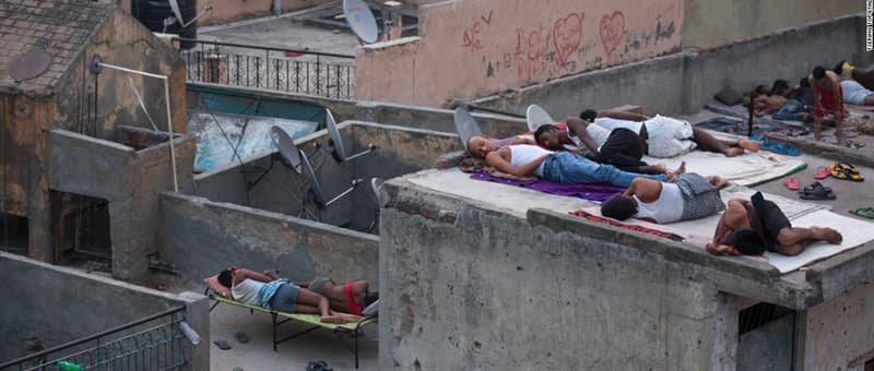 citizens of India sleeping on roofs